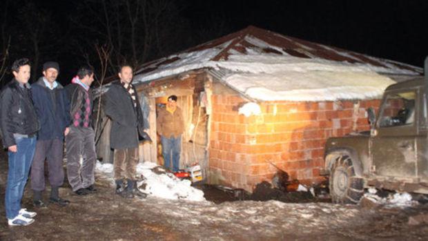 Şehit Nuh Özdemir'in evi yürek burktu, belediye ev sözü verdi