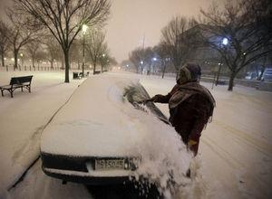 ABD'de kar hayatı felç etti!