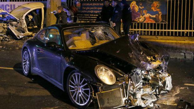 Rüzgar Çetin kaza yaptı