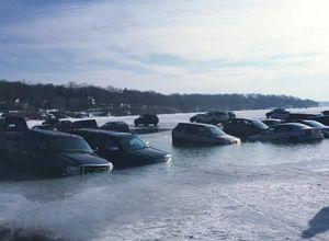 Buz kırıldı araçlar suya gömüldü
