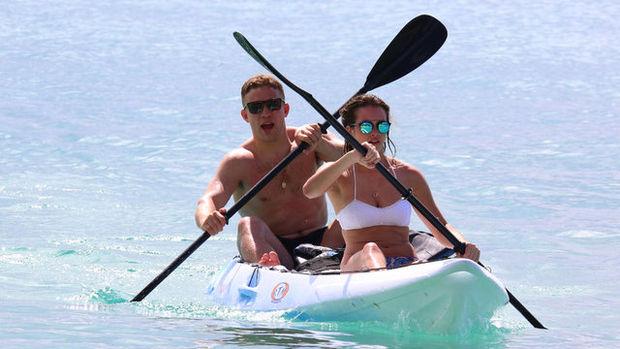 Ian Madigan ve kız arkadaşı Anna Kirwan'ın plaj keyfi