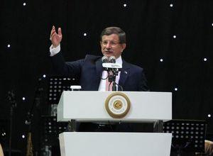 Başbakan Yeşilçam'ın emektarlarını sevindirdi