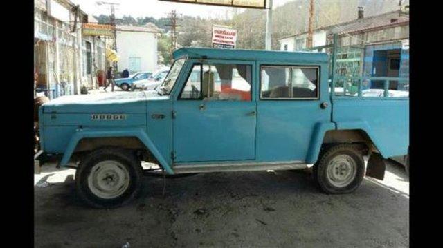 Kent merkezindeki sanayi sitesinde 10 yıldan bu yana oto aksesuar satışı yapan Serkan Özcan, 2 ay önce 3 bin liraya 1974 model kamyoneti hurda olarak aldı. Özcan, modeli eski olduğu için yedek parçası bulunmayan aracın değişecek parçalarını ise kendi çabaları ile yaptı.1 aylık çalışma sonrası 35 bin lira harcanarak yeni görünümüne kavuşan kamyonet çevrede ilgi gördü.