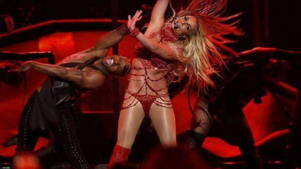 Britney Spears direk dansıyla büyüledi