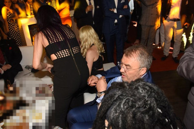 Bülent Ersoy, Hande Yener'e elleriyle böyle destek verdi