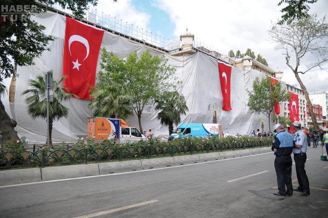 Dün Vezneciler'de gerçekleşen bombalı saldırı sonucu 6'sı polis, 5'i sivil olmak üzere 11 kişi hayatını kaybetmiş, 36 kişi de yaralanmıştı. İşte saldırının ardından Vezneciler güne böyle başladı.