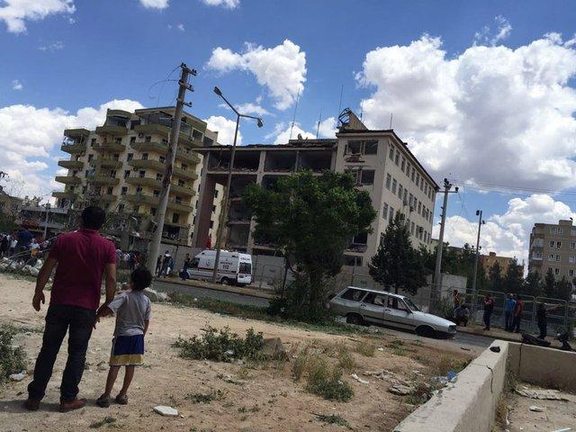 Midyat Emniyeti'ne bombalı araçla saldırı!