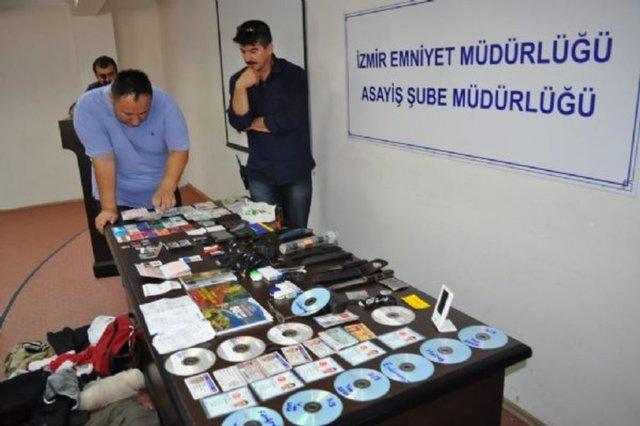 3 kişinin cinayet zanlısı olarak aranan Atalay Filiz'in yakalanmasının ardından, çantasında taşıdıkları merak konusuydu.