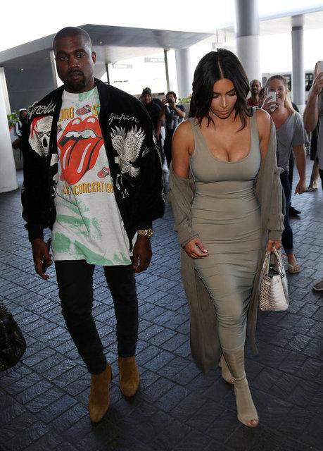 Adları sürekli boşanma dedikodularına karışan Kim Kardashian eşi Kanye West Los Angeles Havalimanı'nda görüntülendi.
