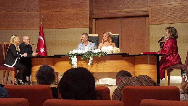 Geçtiğimiz günlerde Nihan Durukan ile evlenen oyuncu Necmi Yapıcı, nikah sonrası bir fotoğrafı Instagram hesabından paylaştı.