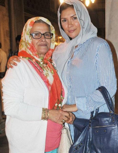 Tuğba Altıntop, annesiyle birlikte Eyüp Sultan Türbesi'nde görüntülendi.