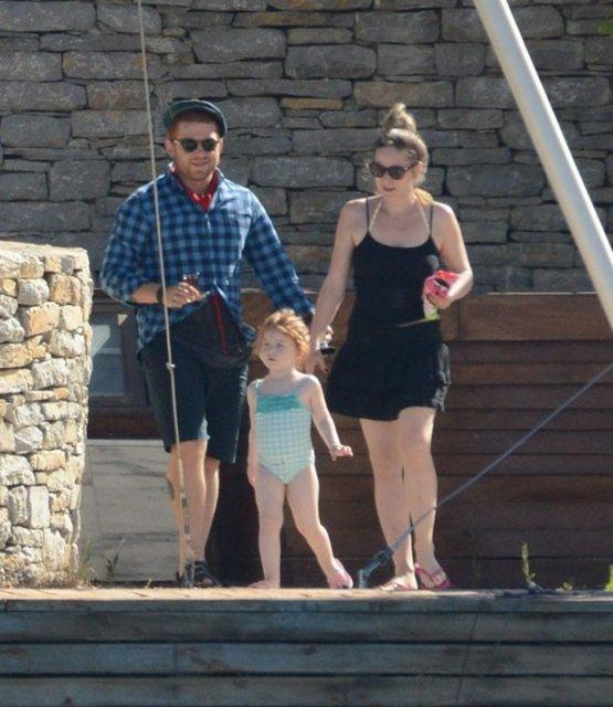 Athena Gökhan ailesiyle tatilde