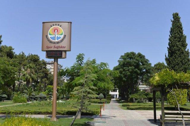 ADANA YANIYOR! Adana'da parklardaki termometreler 51 dereceyi gösterdi.