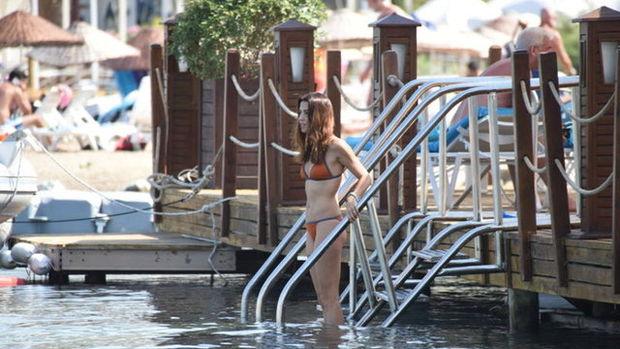 Tanem Sivar'dan tadilat arası deniz keyfi