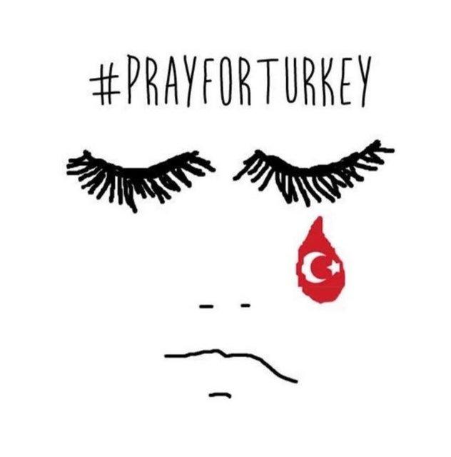 Dünyanın bir çok yerinden insanlar, #prayforturkey ve #prayforistanbul (Türkiye için dua et) etiketleriyle sosyal medya üzerinden Türkiye'deki terör saldırısını lanetleyen mesajlar paylaşıyor.
