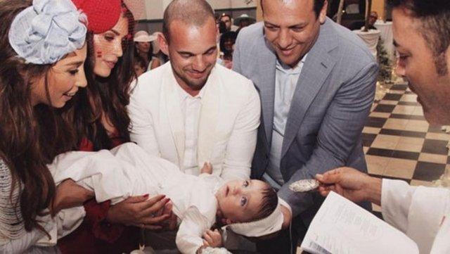 Wesley Sneijder-Yolanthe Cabau çiftinin oğulları Xess Xava, önceki gün vaftiz oldu.