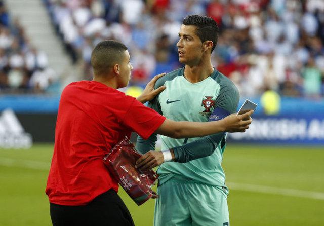 Portekiz ve Galler arasında oynanan EURO 2016 yarı final maçı öncesi ilginç anlar yaşandı.