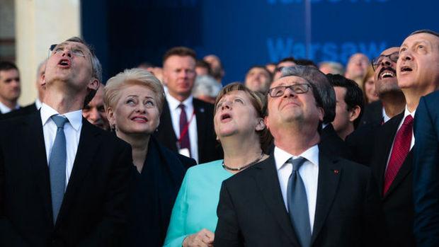 Varşova'daki NATO zirvesinden dikkat çeken kareler