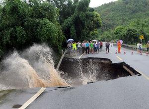 Çin'de tropikal fırtına