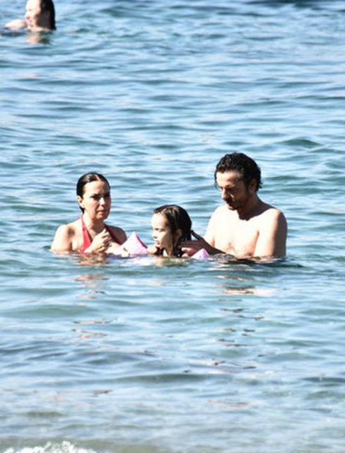Nuri ALTUNTAŞ / HABERTÜRK MAGAZİN Yeşim Salkım-Hakan Eratik Boşandıktan sonra birlikte tatil yapan çiftler kervanına Yeşim Salkım ve Hakan Eratik de katıldı.