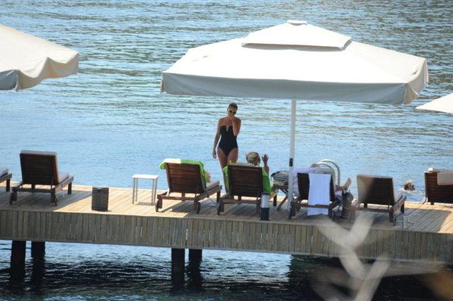 Nuri ALTUNTAŞ/HABERTÜRK MAGAZİNBodrum'da tatil yapan Gülben Ergen, bu sezon ilk kez mayolu görüntülendi. Önceki gün çocuklarını bakıcıya bırakan Ergen, Gündoğan'daki evinin iskelesinden denize girdi.