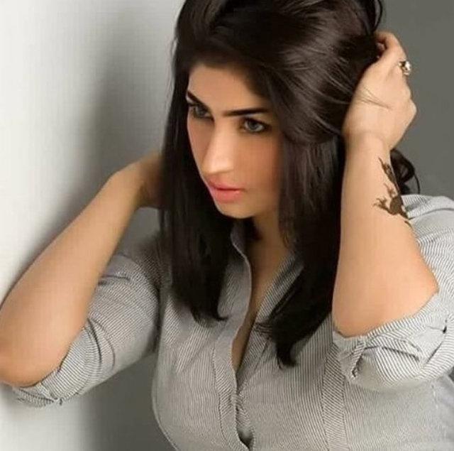 Pakistan'ın sosyal medya yıldızı model Qandeel Baloch namus cinayeti kurbanı oldu.