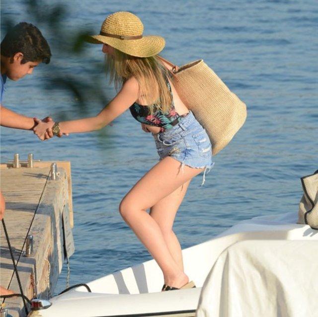 Mehmet Ali Erbil ve Nergis Kumbasar'ın kızları Yasmin Erbil, Bodrum'da tatil yapıyor.