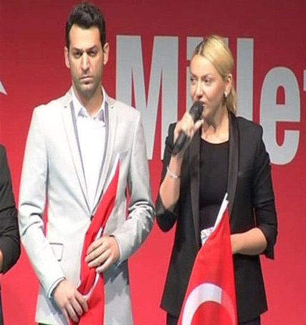 HABERTURK MAGAZİN Arda Turan, Hadise, Murat Yıldırım, Rıdvan Dilmen, Gökhan Tepe ve Fettah Can'ın aralarında bulunduğu sanat ve spor dünyasının ünlü isimleri, darbe kalkışmasını protesto için Kısıklı'da düzenlenen 'Demokrasi Nöbeti' eylemine katıldı.