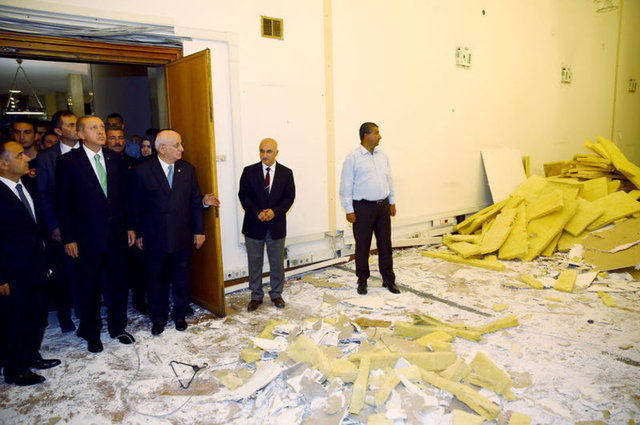 Cumhurbaşkanı Recep Tayyip Erdoğan, 15 Temmuz'da meydana gelen darbe girişiminde darbeci askerler tarafından bombalanan ve hasar gören TBMM'yi ziyaret etti.