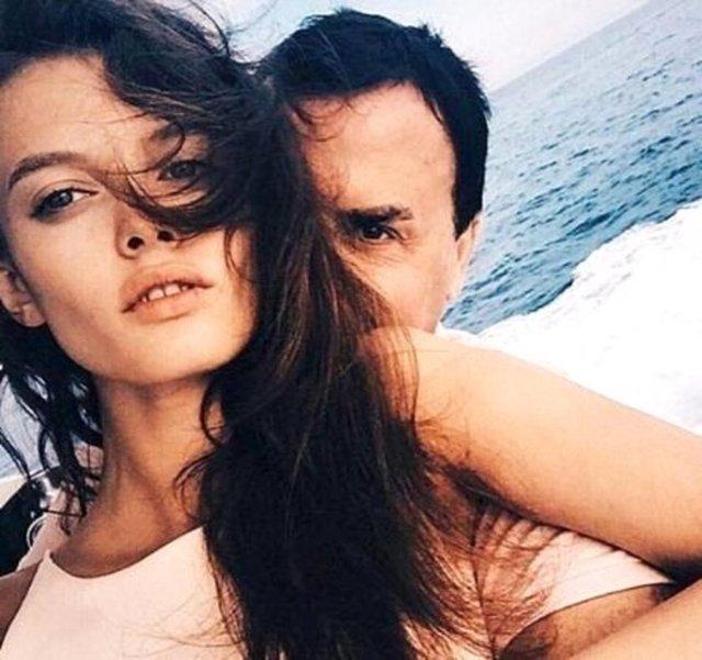 Rusya'nın ikinci en büyük petrol üretim şirketi olan Lukoil'in Singapur'daki eski genel müdürü 55 yaşındaki Valentin İvanov, 18 yaşındaki model Elizaveta Adamenko ile dünyaevine girdi.