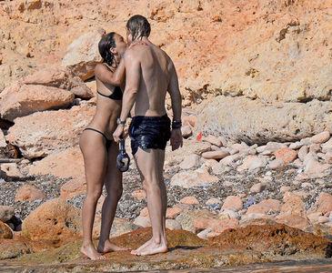 David Guetta sevgilisiyle tatilde