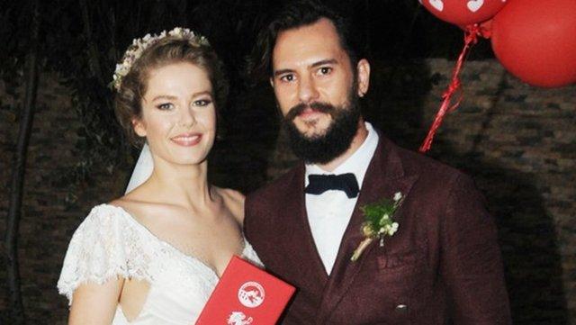 Burcu Biricik, uzun süredir birlikte olduğu reklamcı sevgilisi Emre Yetkin'le evlendi.