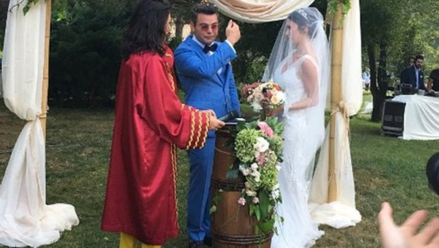 BKM Mutfak oyuncularından Murat Eken, yaklaşık 4 yıldır birlikte olduğu sevgilisi Gizem Önen ile evlendi.