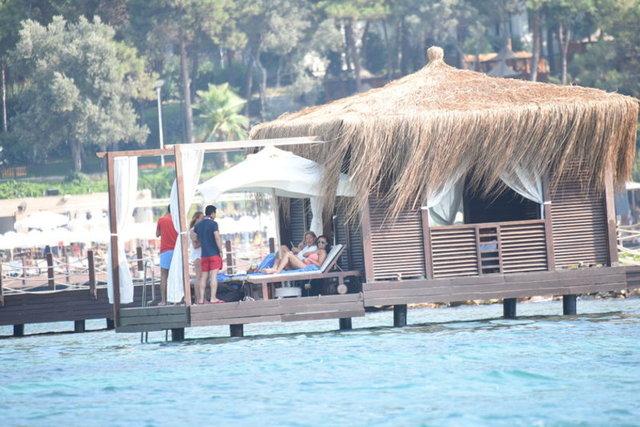 Nuri ALTUNTAŞ / HABERTÜRK MAGAZİN Mazhar Alanson-Biricik Suden çifti önceki gün, Bodrum'da bir otelin plajında objektiflere takıldı