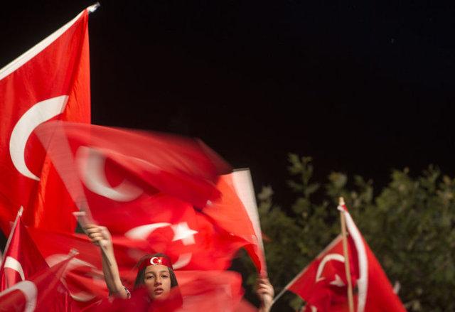 15 Temmuz gecesinden bu yana meydanlarda süren demokrasi nöbeti son gününde de büyük bir coşkuyla devam etti.