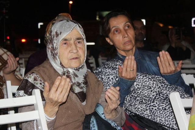 17 Ağustos depreminde hayatını kaybedenler için Türkiye'nin birçok yerinde anma törenleri düzenlendi