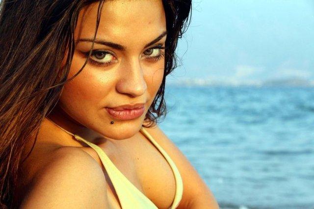 Azeri güzel doktor olmadı, modelliği seçti