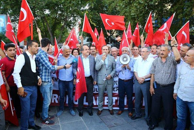 Ankara'daki Elazığlılar, Elazığ Emniyet Müdürlüğüne PKK'lı teröristlerce düzenlenen bombalı saldırıyı lanetledi.