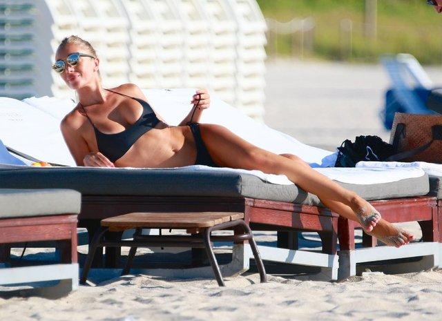 İtalyan model Laura Cremaschi sevgilisi Andrea Peroni ile Miami'de tatil yapıyor.