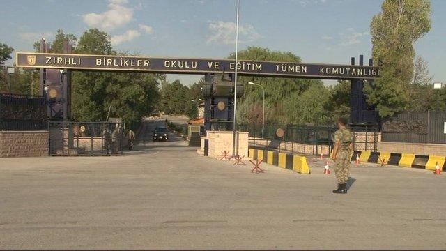 Şehir merkezindeki askeri birliklerin taşınması yönündeki hükümetin aldığı karar çerçevesinde Etimesgut Zırhlı Birlikler Okulu ve Eğitim Tümen Komutanlığı'nın taşınmasına bugün de devam edildi.