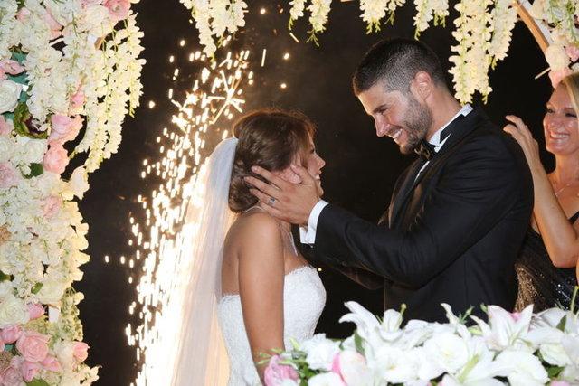 HABERTÜRK MAGAZİN Ünlüler dünyasında evlenen evlenene! Evli ünlüler kervanına her geçen gün yenileri ekleniyor.