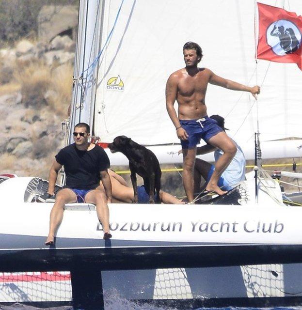 Kıvanç Tatlıtuğ, Çağatay Ulusoy'u teknesinde ağırladı
