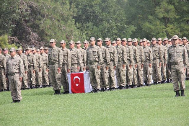 Balıkesir'de, 364'üncü dönem yedek subay adayları ve kısa dönem erler ile sözleşmeli erlerden oluşan bin 644 asker yemin etti.