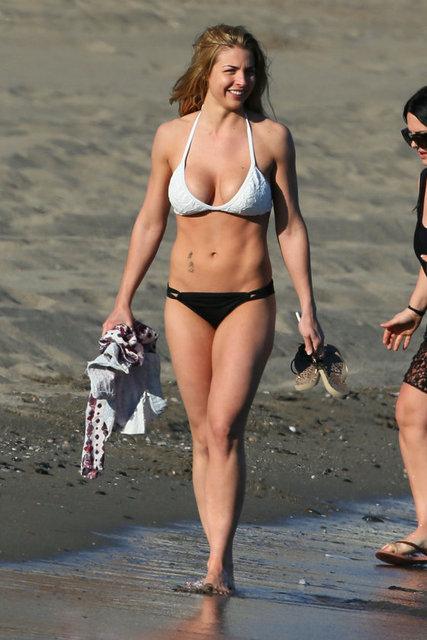 Gemma Atkinson bikinisiyle göz doldurdu