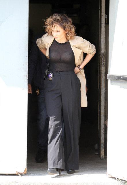 Ünlü yıldız Jennifer Lopez, önceki gün rol aldığı Shades of Blue adlı filmin setinde objektiflere takıldı.