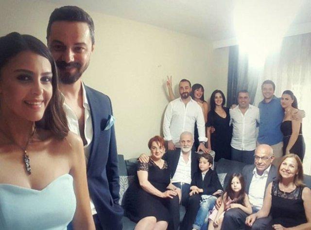 'İnadına Aşk' dizisiyle yıldızı parlayan Nilay Duru, Emrah Kıyan ile nişanlandı.