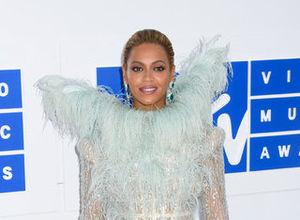 2016 MTV Video Müzik Ödülleri töreninde şıklık yarışı