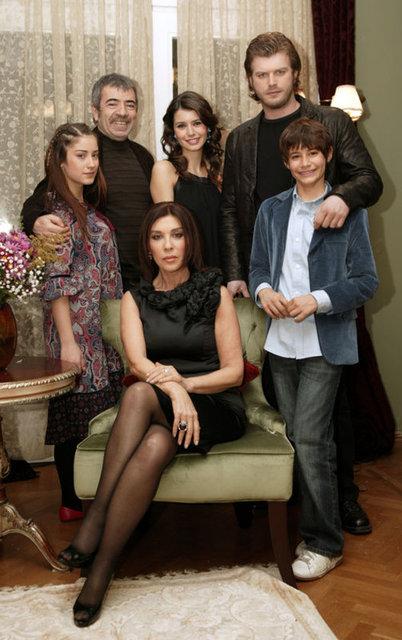"""""""Aşk-ı Memnu"""" dizisindeki Bülent rolüyle tanınan Batuhan Karacakaya büyüdü, yakışıklı bir delikanlı oldu."""