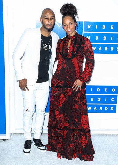 Birkaç ay önce Makyaja Hayır Hareketi'ni başlatan ve bundan sonra makyaj yapmayacağını açıklayan Alicia Keys'in MTV Video Müzik Ödülleri gecesine de makyajsız gelmesi ortalığı ayağa kaldırdı.