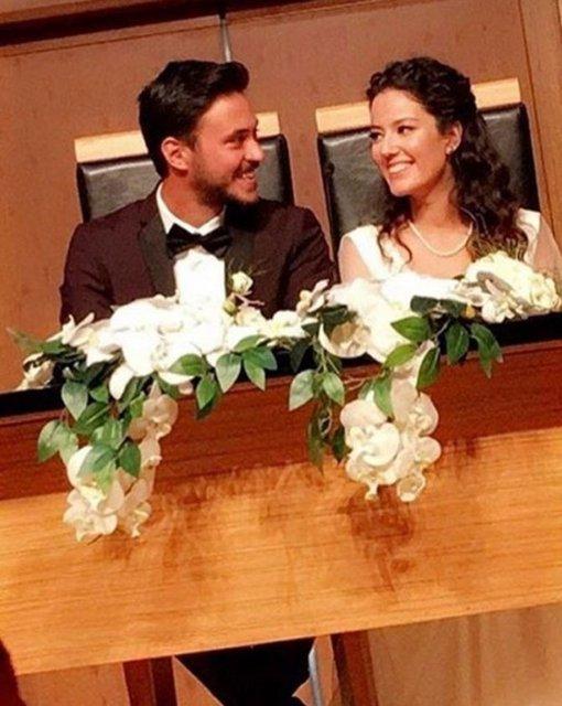 Geçtiğimiz mayıs ayında nişanlandıklarını duyuran oyuncu Pelin Akil ile Anıl Altan, dün Kadıköy Evlendirme Dairesi'nde nikah masasına oturdu.